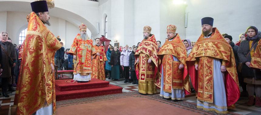Митрополит Варсонофий возглавил богослужение
