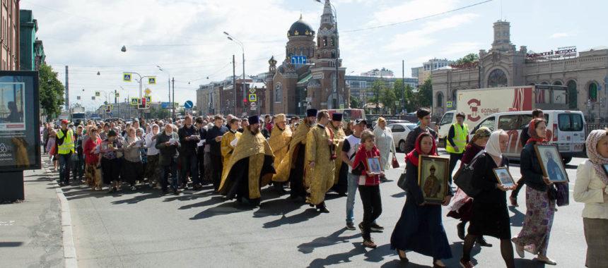 Традиционный крестный ход трезвенников