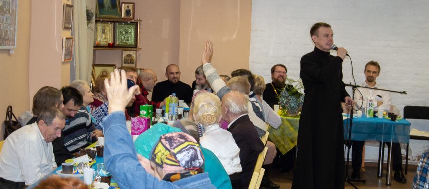 Братская трапеза прихожан в праздник Казанской иконы Божьей Матери